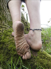 Moss sole (Barefoot Adventurer) Tags: barefoot barefooting barefeet barefooter baresoles barefoothiking barefooted barfuss wrinkledsoles anklet spring bluebells toughsoles texture woodland moss hiking healthyfeet happyfeet hardsoles