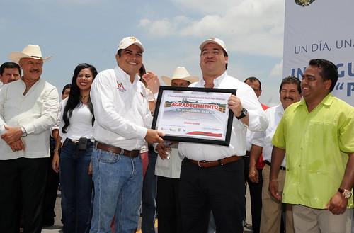 El gobernador Javier Duarte de Ochoa entrega puente Prosperidad en jornada Un día, una obra Adelante