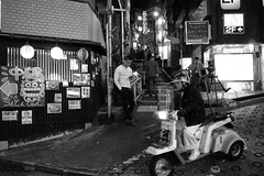 shibuya_GRDIII_161014_R0012036 (jamro_jamro) Tags: candid street shibuya blackandwhite bw noiretblanc monochrome night grdiii grdigital tokyo