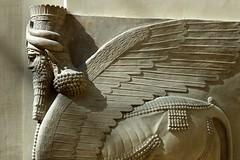 Génie ailé de Khorsabad au Louvre (frediquessy) Tags: louvre archéologie khorsabad profil animal corne aile mésopotamie