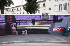 En train de photographier (Gerard Hermand) Tags: 1608103161 gerardhermand france paris canon eos5dmarkii formatpaysage nanterre auto self portrait miroir mirror mur wall immeuble building train tgv peinture paint