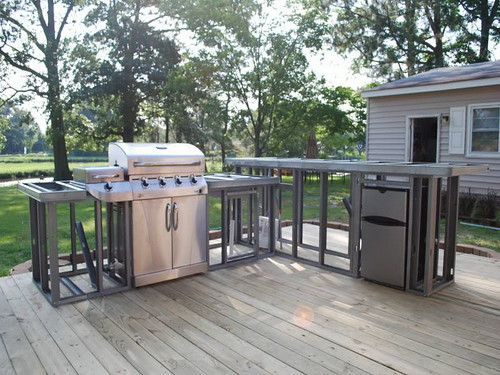 Metal-Outdoor-Kitchen-Plans-and-Placement