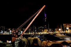El Gancho. (Howard P. Kepa) Tags: paisvasco euskadi santurtzi puertodesanturtzi marcantabrico noche edificios iluminacion redes grua