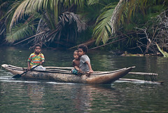 Girls of Awanen (Sven Rudolf Jan) Tags: tufi papuanewguinea awanen canoe girls babysitter