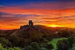 Sunrise Over Corfe Castle (mpelleymounter) Tags: corfecastle sunrise dorset dorsetlandscape dorsetsunrise clouds landscape markpelleymounter dorsetlife corfe castle wareham colours sun