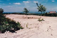 Ano 1998: Construcin dos aparcamentos da ermida do San Bieito da Uceira (Sandis - Ourense). (Xav Feix) Tags: obras concellodesandis sandis mellora rural ourense limia galicia memoria 1998 aparcamento romaria