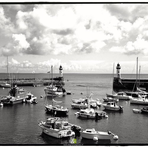 A L'OUEST|5/20| more : http://ow.ly/QWef304YPhV #B&W #britain #landscape #sea #seaport #blackandwhite #bretagne #belleileenmer #fishingboat #port #boat