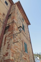 En perfecta soledad (Lady Smirnoff) Tags: streetlamp lamp post farol fachada facade italia italy
