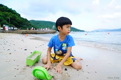 Playing sand (Shun Daddy) Tags: life travel family people hongkong prime kid child sony snapshot full frame fe   ultrawide  ff f28  21mm 2016     mirrorless a7s