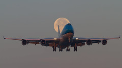 KLM Boeing 747-400 PH-BFT (Aviation and Travel photography) Tags: aviation moonset moonrise sunrise klm boeing outdoor sun amsterdam aircraft planes plane jet jetliner 747400 schiphol airport canon team flickr wonderful