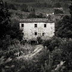Abandoned Farmhouse, Tuscany (mike-mojopin) Tags: abandoned farm house black and white