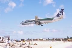 285cs - Sun Country Boeing 737-800; PH-HZV@SXM;07.03.2004 (Aero Icarus) Tags: avion plane aircraft flugzeug slidescan princessjulianainternationalairport saintmartin sintmaarten sxm