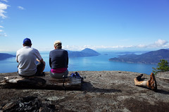 Lunch with a view (Eric Flexyourhead) Tags: lionsbay canada britishcolumbia bc howesound tunnelbluffs landscape view mountain trees nature sea ocean sky clear blue people couple sitting ricohgr