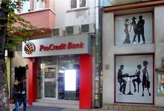 Au bord de la faillite.... (patrick2211(ex Drozd1)) Tags: banques bulgarie humour