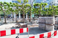 Frankfurt am Main - Sanierung der Zeil, Mai 2009 (CocoChantre) Tags: baustelle bienenkorbhaus deutschland europa frankfurtammain fusgngerzone hessen innenstadt konstablerwache sanierung verkehr welt zeil