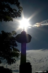 SKYLON TOWER & FRIEND (VIM'S PLACE) Tags: sunskylontower skylontower sky niagarafalls canada