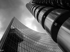Willis & Lloyds (THE ARCH1) Tags: wilisbuilding lloydsbuilding london uk unitedkingdom greatbritian england fosterpartners sirnormanfoster richardrogers blackandwhite architecture architects skyscraper