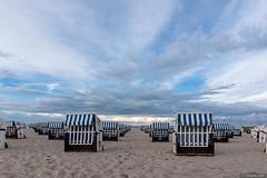 empty beach (tomekobi) Tags: strandkorb khlungsborn mecklenburgvorpommern strand wolken ostsee beachchair beach clouds sky himmel balticsea reihen rows