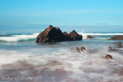 Centered rock (Gabri & Photograph) Tags: rock midle center foam fog water sea seascapes barrika sopelana basquecountry long exposure sand horizon