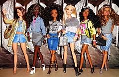 Cute Girls (Dia 777) Tags: barbie dolls dia777 barbiedolls cutefriends dollfriends lea mbili barbiefashionistas pinkpassport thebarbielook nightout goddess dollswithcurls dollcollection barbiecollection