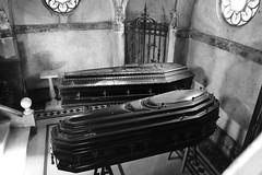 Mausoleo (carlosamosquera) Tags: recoleta ba argentina nikon mausoleum mausoleo