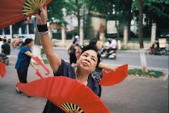 Giai iu sm - Melody morning (Hanoi L i f e A r t) Tags: tuanducpham hanoilifeart hanoi vietnam streetlife analogphoto leicamp4 biogon35f2 photos ngc people asian portrait culture