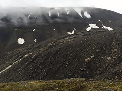 Mountain landscape in Svalbard (danielfoster437) Tags: arktis eis kälte wintereis arctic coldweather dewinter ice koude noordpool svalbard winter wintercold winterijs