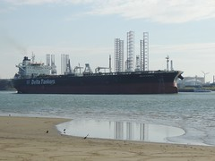 DSCN6467 (jebakker) Tags: nieuwemaas oeverbospad botlek botlekrotterdam deltatankers deltapioneer tanker oiltanker olietanker crudeoiltanker ruweolietanker vlaardingen maassluis