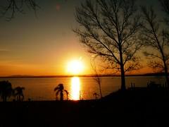 y se va otro dia (su-sa-ni-ta) Tags: atardecer lago piedrasmoras cordoba argentina octubre hoy imagen reflejos reflections summer calor buentiempo