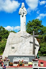 Our Lady of the Island (sadrollieman) Tags: jesus mary catholic shrine autumn fall color red orange green monument religion rc queen heaven nikkor nikon