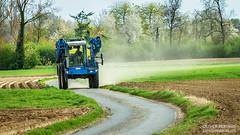 Sur la route, en Delvano (- Olivier B. - Entre terres et ciel -) Tags: b canon route ciel 7d entre paysage et campagne olivier champ terres agricole 100400 pulvrisation automoteur delvano