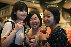 Three smiles and sangria (destebani) Tags: girls smile japan japanese tokyo abril feria event evento   sonrisa tokio japonesas japn sangra