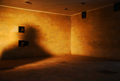 Sombras que no se vo (octaviosn) Tags: light shadow camp luz concentration sombra gas creepy chamber dachau