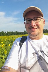 Sunflower Field Selfie (The Suss-Man (Mike)) Tags: old selfportrait me nature rural georgia barns sunflowers sunflower selfie sunflowerfield washingtoncounty ruralgeorgia georgiabackroads thesussman barnhunting sussmanimaging barnhuntingtrip eastcentralgeorgia georgiabarnhunters