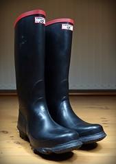 Dawn of a New Century (essex_mud_explorer) Tags: rubber wellington boots wellies wellingtons wellingtonboots rubberboots gummistiefel gumboots rainboots rainwear rubberlaarzen century gates madeinbritain vintage redtrim redtops