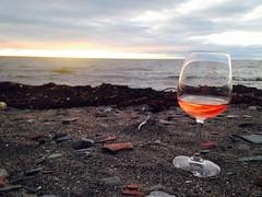 Vino sur la plage (Catrine B. Martin) Tags: bmartin catrinebm catrine alcool plage sunset beach vino wine vin