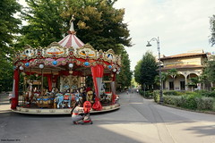 Montecatini Terme, Italy (Ineke Klaassen) Tags: montecatini italy italia italie italian merrygoround carousel carrousel giostra carrusel italien itali tuscany tuscan toscana toscane streetview park sony sonya6000 sonyalpha sonyalpha6000 sonyimages colourful colour color colorful red rood rosso rojo outdoor terme ilce