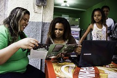 (REDES DA MAR) Tags: americalatina brasil campanha complexodamar elisngelaleite favela mar novamar ong redesdamar riodejaneiro somosdamartemosdireitos