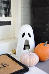 2016 Halloween Home Tour (emily @ go haus go) Tags: halloween 2016halloween hometour seasonalhometour pumpkins houseatnight frontporch livingroom fallmantel fallmantle mantel bats frontdoor halloweendecorating decorating night lanterns