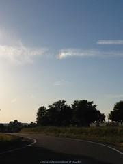 [ Angels always by our side ] (Chris Coeur) Tags: arcenciel rainbow arcoiris nuages clouds nube ciel sky cielo anges angels ángeles route road carretera prière prayer oración spiritualité spirituality espiritualidad parhélie sundog parhelio