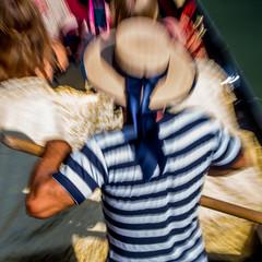 GENS DE VENISE, GONDOLIER (zventure,) Tags: venise venice venisesept2016 gondolier fil flou petitcanal canaregio rayures canotier touristes