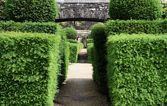 Woolbeding Gardens - West Sussex (Mark Wordy) Tags: woolbeinggardens midhurst westsussex nationaltrust hedges path formalgarden