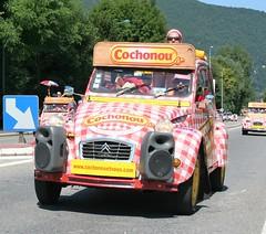 Citroen 2CV (Grumman G1159) Tags: citroen citroen2cv 2cv cochonou sausage advertisingvehicle tourdefrance caravanne