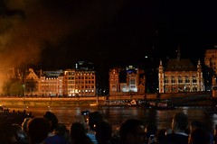 2016-09-04: Reflections Of Flames (psyxjaw) Tags: london londonist fire londonsburning model greatfire greatfireoflondon art installation river thames crowd