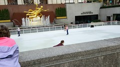 2016-10-19 - Rockefeller Center - Ice rink (zigwaffle) Tags: 2016 nyc newyorkcity manhattan timessquare rockefellercenter saintpatrickscathedral fifthavenue wretchedexcess centralpark summeryweather october skating rink
