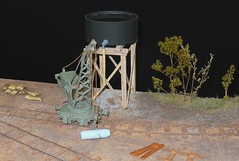 Wagon-grue et rservoir d'eau (Chemin-de-fer voie troite Guerre 1914-1918) (xavnco2) Tags: bourse exposition modlisme ferroviaire model railway rail road show 2016 albert somme picardie france cmfa maquette diorama wwi train locotracteur locomotive engine grue crane rservoir eau watertank voie troite narrow track scratch