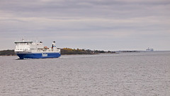 Finnclipper at Lerskrsgrund (Franz Airiman) Tags: finnclipper finnlines sweden scandinavia vikingcinderella vikingline balticsea baltic stersjn botveskr fyr lighthouse