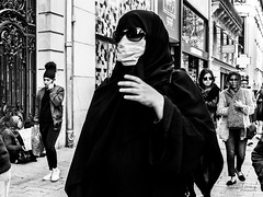 Street - Incognito (Franois Escriva) Tags: street streetphotography candid people olympus omd paris france champs elyses black white bw noir blanc nb woman sunglasses hijab headscarf mask hygiene surgery sun buildings hand light