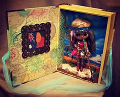 Kirra's Travel Case Interior & Stand
