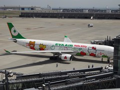 Hello Kitty Airplane! @Tokyo Haneda International Airport (Phreddie) Tags: hello trip airplane tokyo airport aircraft kitty international pikachu pokemon biz haneda 130515